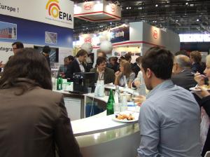 写真(1) EU PVSEC 2012 会場内昼食風景