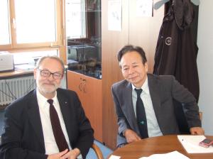 写真(2) IEC 中央事務局でBarta 氏と会談